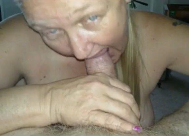 Imagen Mi abuela me hace una mamada y después le reviento el culo