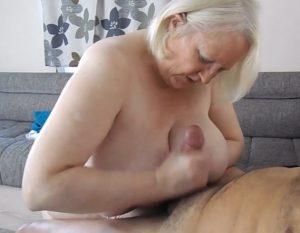 video relacionado Abuela masturbando a un amigo