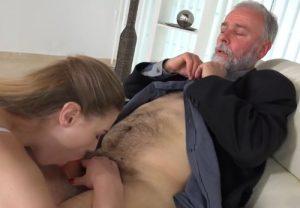video relacionado Coño joven para un señor mayor