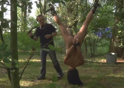 Imagen Esclava sexual brutalmente follada en el campo