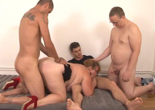 Imagen Gorda francesa follando con tres tíos