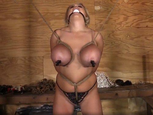 Imagen Ataduras bondage con las tetazas de una rubia