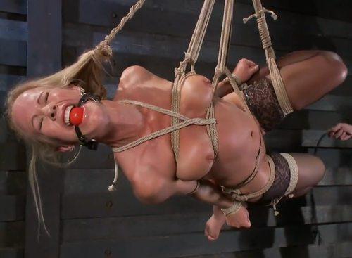 Imagen Bondage brutal con una madura rubia