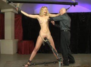 video relacionado Bondage extremo con Mia Vallis