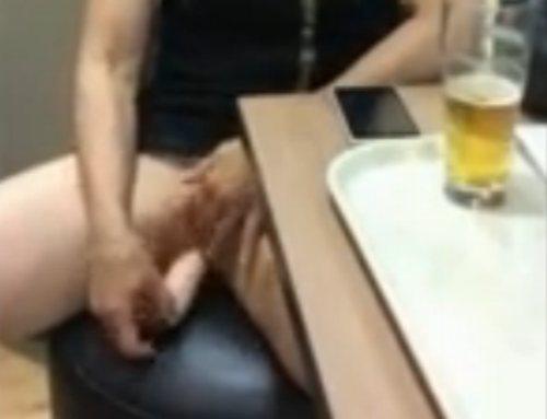 Imagen Masturbándose en un restaurante