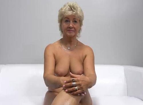 Imagen Madura cachonda se introduce en el porno